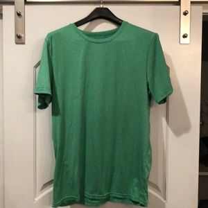 Sold 32 degrees green moisture wicking T-shirt
